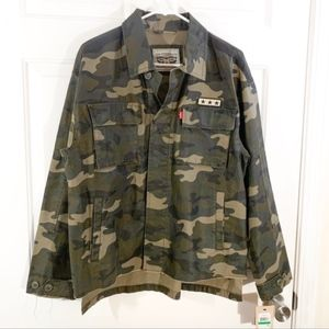 Levi's | vintage camo oversized distressed jacket